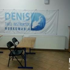 logo Denis w centrum