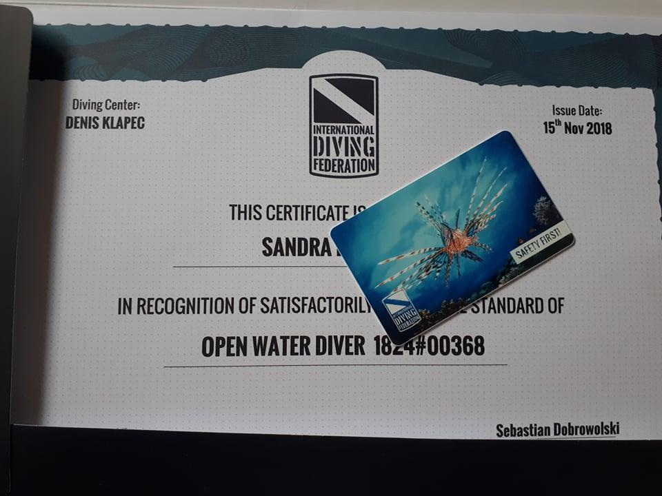 Mamy to! Ostatni certyfikat OWD w tym roku wędruje do Sandry